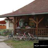 Devecserben (Veszprém megye) eladó vagy kiadó büfé falatozó vendégkörrel forgalmas helyen