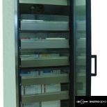 Laboratóriumi üvegajtós hűtővitrin - J-600-2/RMV