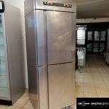 Háttérhűtő,fagyasztó:Két légterű kombinált garanciával